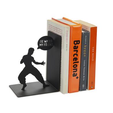 alvi Sujeta libros Bruce Color negro Sujetalibros decorativo con la icónica figura de Bruce Lee Hier