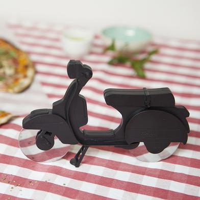 Balvi Corta pizza Scooter Color negro Plástico/inox