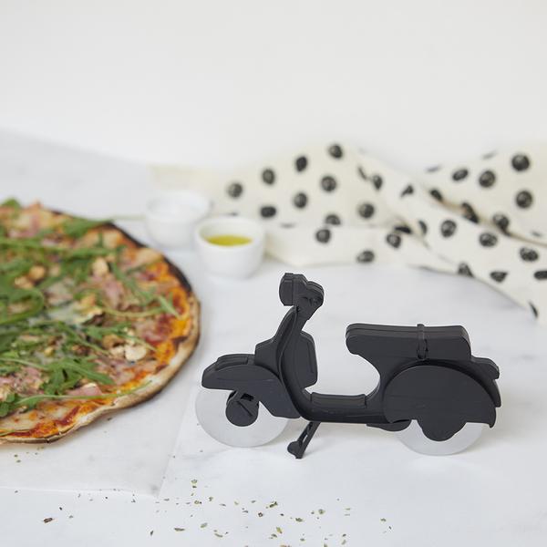 Balvi Taglia pizza Scooter Colore nero Plastica/inox